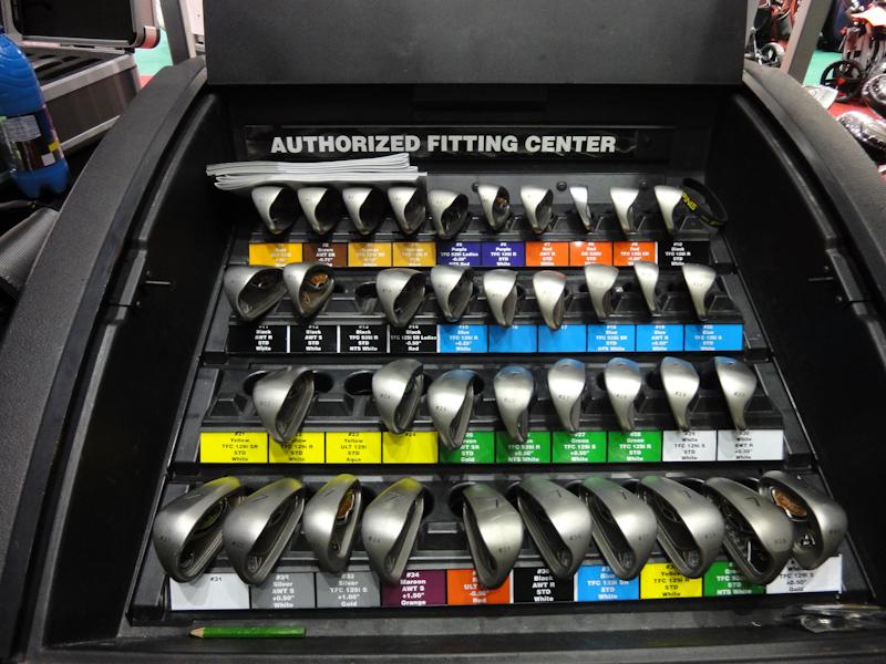 Golfausrüstung - Golfschläger beim Fitting